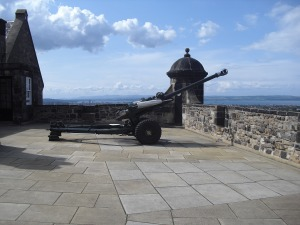 Cannon, Edinburgh Castle (Image courtesy of Pixabay)